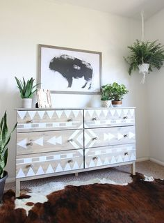 Absolutely Fabulous and Easy DIY Tribal Dresser Makeover. This DIY makeover chan… - DIY Möbel Refurbished Furniture, Repurposed Furniture, Furniture Makeover, Painted Furniture, Bedroom Furniture, Bedroom Decor, Furniture Stencil, Diy Furniture Dresser, Ikea Dresser Makeover