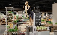 日本でも百貨店の地下 ( 通称 : デパ地下 )は、地元の人に愛されるスポットのひとつですが、こちら、スイス初の百貨店である、Jelmoli のデパ地下も、ファッションとスーパーという新テーマの、スタイリッシュでモダン …
