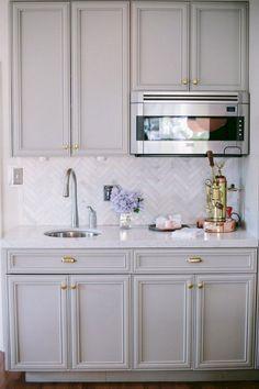 Nice 30+ Stunning Glitter Kitchen Tiles Ideas You Will Love It https://decoor.net/30-stunning-glitter-kitchen-tiles-ideas-you-will-love-it-8305/