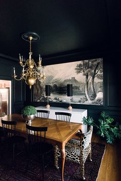 A one-of-a-kind dining room shows off Gwen Hefner's original style, which has fans flocking to her blog, The Makerista.