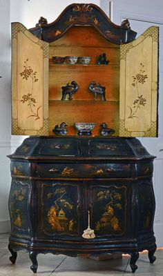 An Italian Century Paint and Parcel Gilt Chinoiserie Bombe Cabinet Oriental Furniture, Antique Furniture, Accent Furniture, Antique Chest, Antique Art, Chalk Paint Furniture, Plywood Furniture, Provence Style, Dream Furniture