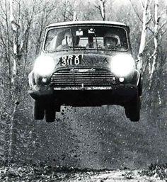 historic rally & classic race cars: mini cooper s - dna = rally Mini Cooper S, Mini Cooper Classic, Classic Mini, Vintage Racing, Vintage Cars, Mini Morris, Course Automobile, Classic Race Cars, Rally Car
