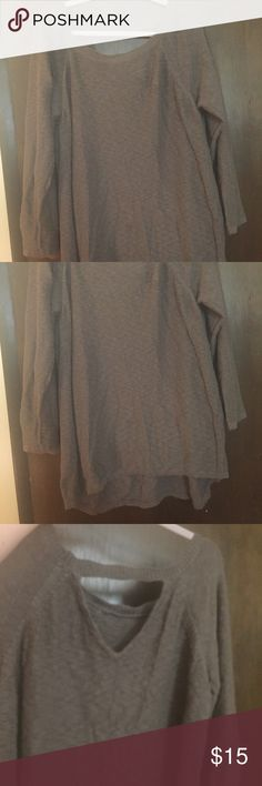 2x sweater with keyhole back Really pretty brown/gray/purple color. Very soft material. Has a cutout in the upper back. Brand is Design History and it is a 2x Design History Sweaters Crew & Scoop Necks