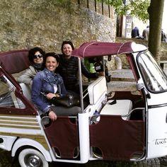 Ciao Italia   As nossas passageiras adoraram a visita a #lisboa e nomeadamente o percurso da #tuktuktejo pelas ruas da cidade!   Our passengers loved visiting #lisbon and in particular the tour of  #tuktuktejo trough the streets of the city!