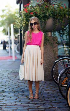 Falda larga con vuelo y blusa fiusha