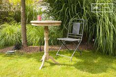 Table en bois ancien Adèle, pratique à l'intérieur comme à l'extérieur. Un look indémodable, un aspect fonctionnel et du bois de pin ancien simple et efficace.