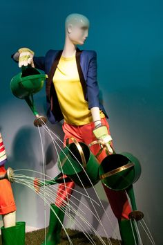 SPRING 2012 WINDOWS – Holts Muse