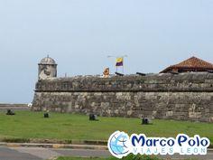 #DESTINO...Muralla de Cartagena, colombia.La vieja ciudad de Cartagena, su centro histórico, esta rodeado por 4 km de muralla con el fin de proteger la ciudad de los ataques constantes de los enemigos de la corona y los piratas agresivos (anteriormente). Es necesario acordarse que durante el tiempo colonial, Cartagena se consideraba como el más grande puerto de América y barcos iban con gran riqueza y con tesoros fabulosos hacia España.