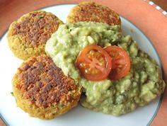Bohnenbratlinge mit Guacamole, einem Rezept von Attila Hildmann nachempfunden, also vegan, vegetarisch und schmeckt auch Fleischessern.