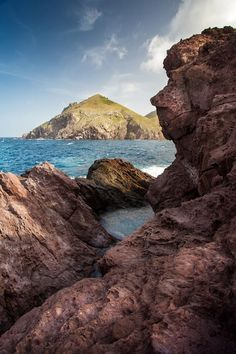 The Face of the Tide Pools, Saba - Dutch Caribbean - Photo Credit: Laurent Benoit -