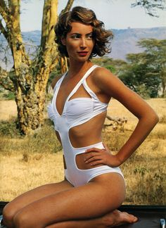 Plain Beautiful by Arthur Elgort Vogue UK January 1992 Plain Beautiful Photographer: Arthur Elgort Model: Christy Turlington Arthur Elgort, Vogue Uk, Christy Turlington, Natalia Vodianova, Claudia Schiffer, Cindy Crawford, Heidi Klum, Lily Aldridge, Estelle Lefébure