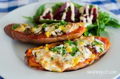 Pizza Topped Baked Sweet Potato from Slimming Eats Slimming World Vegetarian Recipes, Slimming World Diet, Slimming Eats, Slimming World Recipes, Skinny Recipes, Healthy Foods To Eat, Healthy Eating, Healthy Recipes, Yummy Recipes