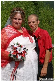 The World's Most Unusual Weddings Worst Wedding Photos, Worst Wedding Dress, Ugly Wedding Dress, Wedding Fail, Wedding Humor, Wedding Pictures, Wedding Shot, Wedding Dresses, Wedding Stuff