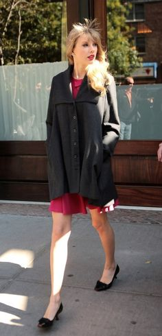 Taylor Swift's Grey boyfriend coat in New York.  Outfit details: http://wwtaylorw.com/2033/