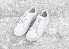 Die Sneaker von Selected, bestechen im puristisch-sportiven Design, mit Glattleder im Used-Look. Hier entdecken und kaufen: http://sturbock.me/hG9