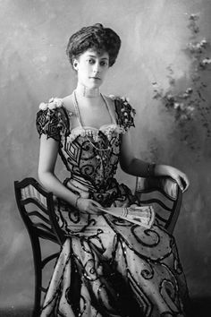 Princess Victoria, , one of the three daughters of King Edward VII and Queen Alexandra. Get premium, high resolution news photos at Getty Images Princesa Victoria, Reine Victoria, Queen Victoria, Victoria Secret, Belle Epoque, Alexandra Of Denmark, Windsor, Oldschool, Edwardian Fashion