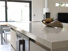 Silestone Et Calacatta Gold - Cosentino : Cosentino UK Shaker Style Kitchens, Grey Kitchens, Luxury Kitchens, Home Kitchens, Teal Kitchen, Country Kitchen, Silestone Calacatta Gold, Kitchen Orangery, Kitchen Gallery