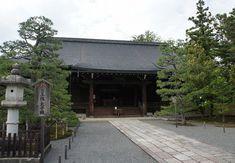 広隆寺 Kyoto, Garage Doors, House Styles, Outdoor Decor, Home Decor, Decoration Home, Room Decor, Home Interior Design, Carriage Doors