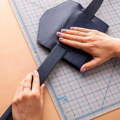 Ideas bolsos y accesorios DIY Trendy Gürteltasche: Einfaches Tutorial Diy Leather Belt, Leather Bum Bags, Leather Bag Pattern, Leather Pouch, Hip Purse, Waist Purse, Belt Purse, Hip Bag, Belt Bags