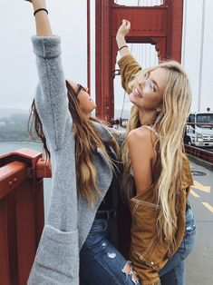 Hot World Travels. Pack Your Suitcase And Use These Tips To Travel. Taking a vacation is now easier than ever before, but many people don't know the best ways to start planning. Bff Goals, Best Friend Goals, San Francisco Pictures, Selfies, San Diego, Photo Voyage, Foto Casual, Friend Poses, Best Friend Pictures