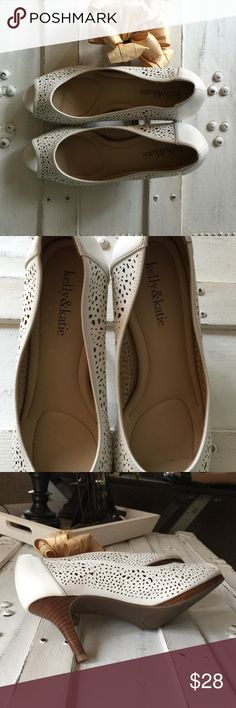 KELLY & KATIE, SIZE 8, PEEP TOE HEELS   KELLY & KATIE PEEP TOE, WHITE HEELS  EUC! ONLY TRIED ON INSIDE! BEAUTIFUL! PERFECT FOR THE OFFICE! PAIR WITH SKINNY JEANS, SLACKS, MINI, MAXI AND/OR MAXI DRESSES! PERFECT CONDITION!  Kelly & Katie Shoes Heels