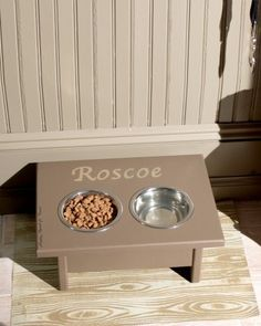 Keep your pet's feeding area neat and clean with this easy-to-make faux bois place mat.