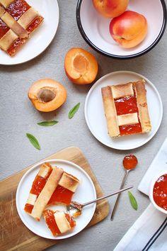 Cette tarte à la confiture d'abricot est trop bonne ! C'est parfois les choses les plus simples suis sont les meilleures vous ne trouvez pas ? #abricot #recette #cuisine #tarte