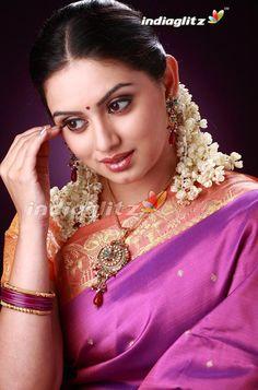 Beautiful Girl In India, Beautiful Girl Image, Most Beautiful Indian Actress, Beautiful Saree, Beautiful Actresses, Beautiful Lips, Beautiful Models, Beauty Full Girl, Beauty Women