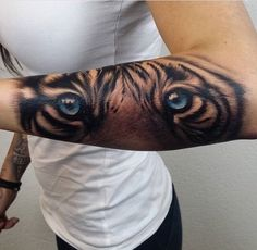 Sleeve tiger eyes