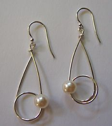 When my regular pearl wires wear out (they're well on their way), this would be a great way to repurpose the pearls.
