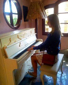 Кому сыграть?  Принимаю заявки. Недорого! #me#piano#asia#vietnam#nhatrang#music#hotel#dalat at#blondes#window#travelasmuchasyoucan#trip#travel#adventure#азия#далат#вьетнам#мамаявазии15 by linkvadasha