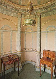 The Circular Closet, Syon House.  http://patrickbaty.co.uk/colour-advice/colour-measurement/