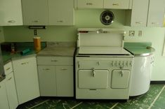 Look at that stove! It's too 50's for my house, unfortunately.
