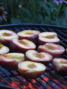 Grilled peaches with mascarpone cheese