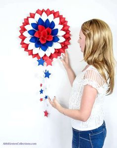 Red, White and Blue Dahlia Paper Wreath: July 4th DIY Decor. DIY Paper Flower Templates Tissue Flowers, Giant Paper Flowers, Dahlia Flowers, Paper Butterflies, Rose Tutorial, Paper Flower Tutorial, Blue Dahlia, Paper Dahlia, Patriotic Crafts