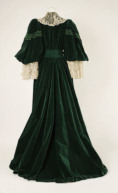Back of silk Tea gown, House of Worth, circa 1905, French.