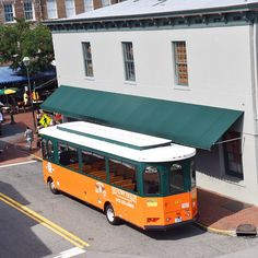 A City Guide For A Girls Weekend Trip to Savannah, GA. Where to do in Savannah: Old Town Trolley. Trolley tour in Savannah   Srat Hard For Life