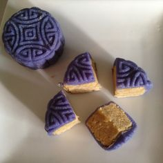Snowskin Mooncake Ingredients : Prepare the snowskin ingredients as below: 150g kao fen (cooked glutinous rice flour) 190g icing sugar 36g Shortening 120g bluepea flower juice (soak a handful of bl...