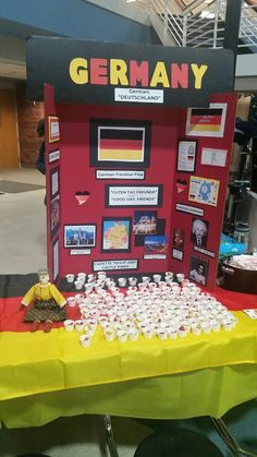 Examples of WTD tables - Germany School Projects, Projects For Kids, Science Projects, Girl Scout Troop, Girl Scouts, Famous Germans, Fun Crafts For Kids, Activities For Kids, Tri Fold Poster