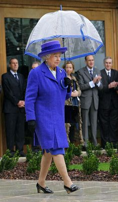 March Queen Elizabeth II shelters under an umbrella during her visit to the new National Tennis Centre, Roehampton, in London on March 29 (Photo by Anwar Hussein Collection/ROTA/WireImage) Prinz Philip, British Monarchy History, London Summer, Royal Queen, Isabel Ii, Her Majesty The Queen, Queen Of England, Princess Margaret, Herzog