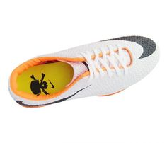 8b2907f8aa Chuteira Society Nike Hypervenom Branco e Laranja - Apresenta cabedal  confeccionado em material sintético. Conta