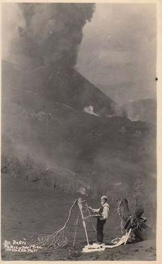 Dr. Atl en el Paricutín 1943