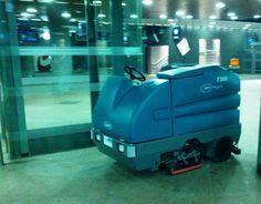 Fregadora Tennant 7300 ecH2O en la Estación Central de Amberes (Bélgica). Limpieza Sostenible sin quimicos: ahorro de agua y menos emisiones de CO2 para la limpieza de la estación.