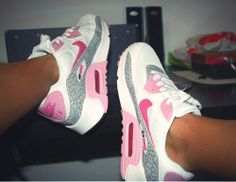 2014 cheap nike shoes for sale info collection off big discount.New nike roshe run,lebron james shoes,authentic jordans and nike foamposites 2014 online.Welcome to order one. Diy Fashion Shoes, Sneakers Fashion, Fashion Outfits, Womens Fashion, Fresh Shoes, Hot Shoes, Air Max Sneakers, Sneakers Nike, White Sneakers