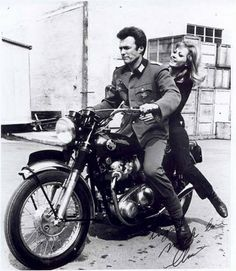 Vintage Motorcycles 20 Stunning Photographs of Clint Eastwood Posing With Motorcycles From the and ~ vintage everyday Clint Eastwood, Sidecar, Vintage Motorcycles, Cars And Motorcycles, Desert Sled, Where Eagles Dare, Foto Art, Steve Mcqueen, St Francis