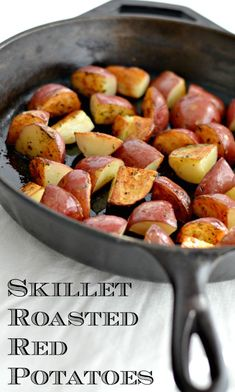 Skillet Roasted Rosemary Red Potatoes - Happily Unprocessed SKILLET ROASTED RED POTATOES Crispy on the outside, soft on the inside! Red potatoes, a little olive oil, fresh rosemary, salt and pepper. Cast Iron Skillet Cooking, Iron Skillet Recipes, Cast Iron Recipes, Skillet Food, Vegetable Skillet Recipe, Rosemary Red Potatoes, Fried Red Potatoes, Pan Roasted Potatoes, Red Potato Recipes