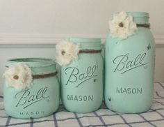 Painted soft mint green with twine and shabby chic flowers, Painted Mason Jar Set. Painted soft mint green with twine and shabby chic flowers Mason Jar Projects, Mason Jar Crafts, Mason Jar Diy, Diy Projects, Shabby Chic Flowers, Jar Art, Painted Mason Jars, Mason Jar Painting, Painted Bottles