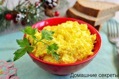 Вкусный и полезный салат с плавленным сыром. Подойдет как для ежедневного меню, так и для праздничного. Легкий, изысканный вкус и яркое оформление. #кулинария салаты