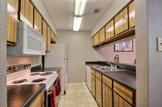 With such a wonderful kitchen layout it will inspire you to bring out your inner chef. #SanAntonioApartments #FifthAvenueApts