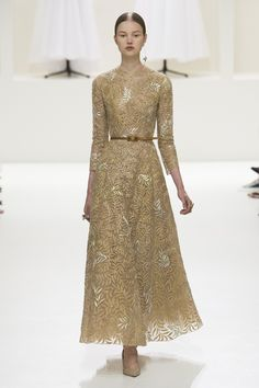 Christian Dior Fall 2018 Couture collection, runway looks, beauty, models, and reviews.